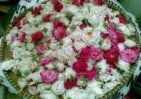 Pedagang Bunga untuk Ziarah Kubur Menjamur