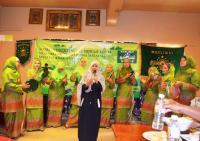 Status Fesbuk Muslimat NU Malaysia Antar Imigran Indonesia Masuk Islam