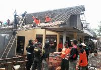 Terjang Puluhan Rumah, Banser Ngawi Bantu Korban Puting Beliung