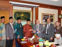Apa yang Dicari Muslim Prancis ke Indonesia?