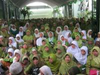 Ribuan Anggota Muslimat Doakan Khofifah Kuat Emban Amanah