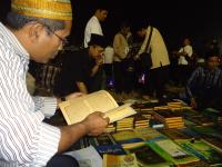 Bazar Kitab Santri Lirboyo Tarik Perhatian Peserta Muktamar