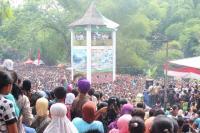 Puncak Perayaan Tradisi Ya Qowiyyu, Ribuan Apem Disebar