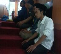 Peserta Kongres Shalat di Ruangan Pemungutan Suara