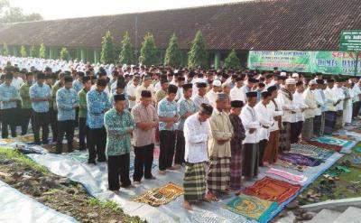 Layaknya Shalat Id, Ribuan Warga dan Santri di Jombang Gelar Shalat Gerhana