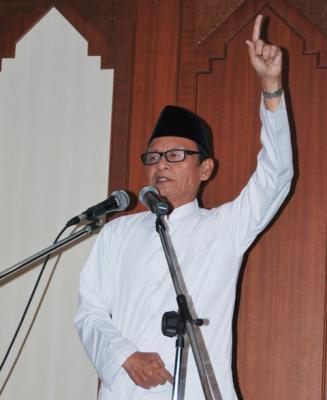 Zawawi Imron: Bacalah Kehidupan dengan Hati!