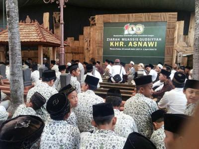 Haul Seabad, Ribuan Santri Ikuti Ziarah Pendiri Madrasah Qudsiyyah Kudus