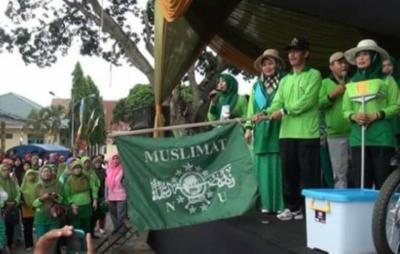 Jalan Sehat Muslimat NU Pringsewu Lintasi Makam Ulama Kharismatik