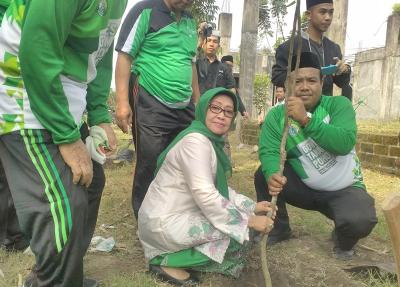 Peringati Seabad Madrasah Tambakberas, Wakil Bupati Ajak Tanam Pohon
