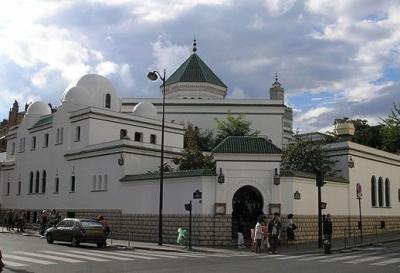 Prancis Tutup 20 Masjid Kelompok Radikal Sejak Desember