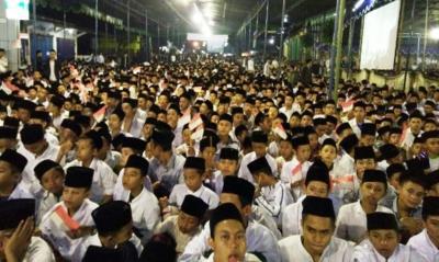 Akhiri Shalawatan, Indonesia Raya Pun Berkumandang