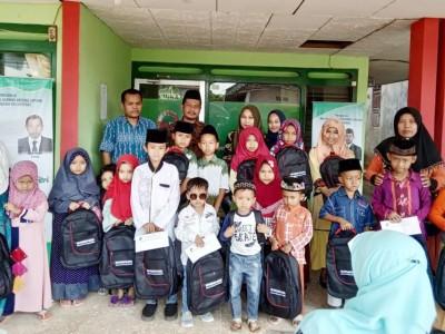 Peduli Anak Yatim, BMT Sejahtera Jepara Bagikan Bingkisan