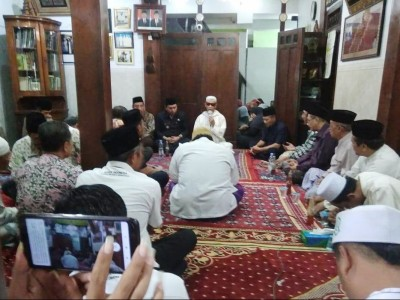 Keluarga Ikhlaskan Mbah Moen Dimakamkan di Makkah