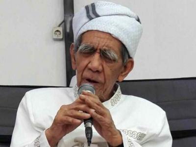 Saat Mbah Maimoen Beri Penekanan kepada Tim Bahtsul Masail Munas NU Lombok
