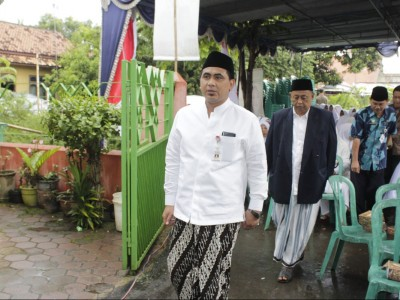 Taj Yasin: Mbah Maimoen Ingin Wafat dan Dimakamkan di Makkah