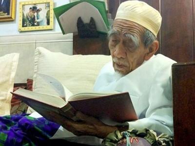 KH Maimoen Zubair dan 'Al-'Ulama' Al-Mujaddidun'