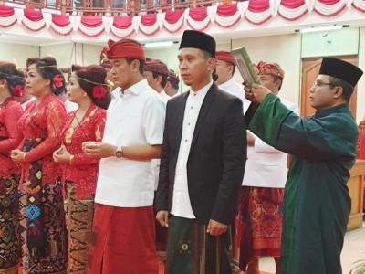 Anggota DPRD Buleleng Bali ini Dilantik Kenakan Sarung