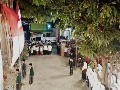 Di Pesantren Ini, Upacara Kemerdekaan Digelar Malam Hari