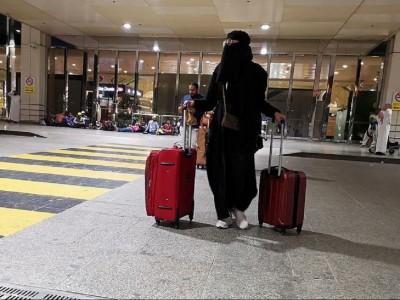 Perempuan Saudi Kini Boleh Bepergian Tanpa Izin Walinya