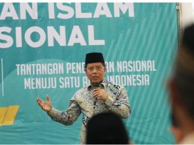Keberagamaan Masyarakat Indonesia Dipengaruhi Pesantren dan Madrasah