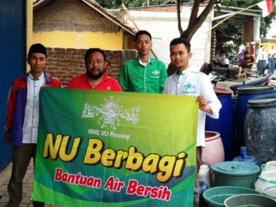 Kemarau Panjang, NU di Kawasan Serang Banten Kirim Air Bersih