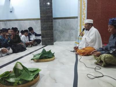 Lanjutkan Pembangunan, Pesantren Surabaya Gelar Tumpengan