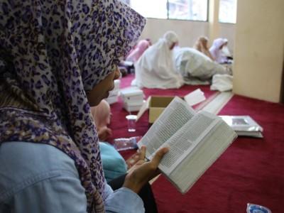 Hukum Menerima Upah dari Membaca Al-Qur'an