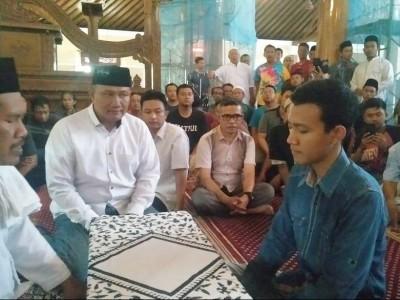 Rais NU Surakarta Bimbing Seorang Mualaf Masuk Islam
