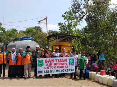 Kemarau Panjang, Ishari NU Mojokerto Kirim Air Bersih untuk Warga