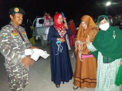 Ansor Kotawaringin Barat Bagi-bagi Masker kepada Ribuan Jamaah