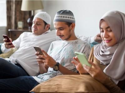 Khutbah Jumat: Antara Bermedia Sosial dan MembacaAl-Qur'an