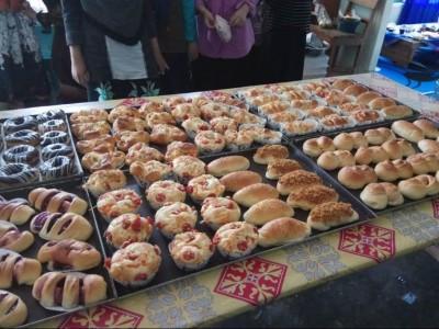 Pesantren Al-Hidayat Gerning Cetak Santri Pengusaha Roti