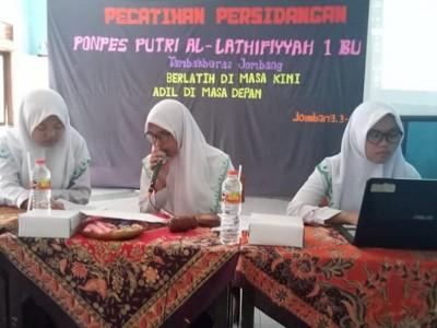 Santri Putri Bahrul Ulum Jombang Gelar Teknik Persidangan
