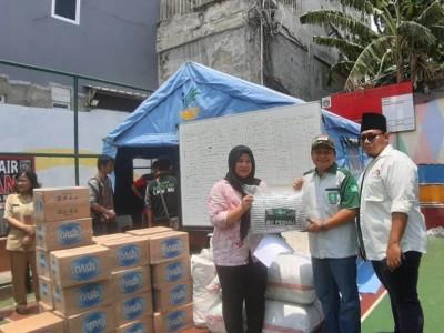 LPBINU DKI Serahkan Pakaian dan Sembako untuk Korban Kebakaran di Jakbar