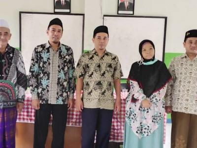 Sekolah Binaan Ma'arif NU Sumedang Ini Berikan Hadiah Umroh Kepada Gurunya