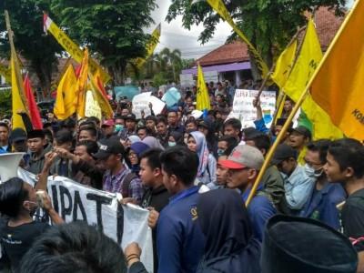 Dinilai Abai, PMII Jember Kembali Demo Bupati Faida