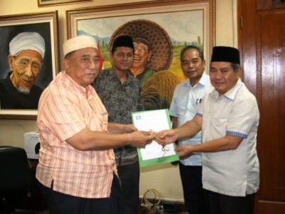 Bantu Kebutuhan Masyarakat, PBNU Fasilitasi Takmir Masjid dengan Ambulans