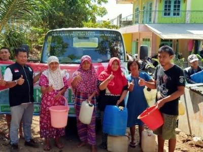 Pacitan Dilanda Kekeringan, LPBINU Salurkan Air Bersih