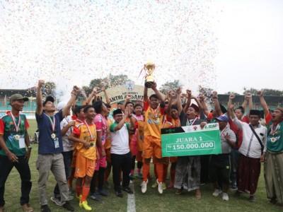 Nur Iman Gondol Piala Bergilir, Mesin Gol, dan Pemain Terbaik Liga Santri