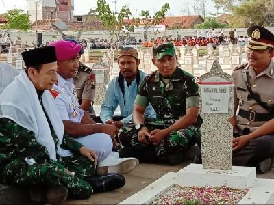 Pimpin Apel, Habib Luthfi Ziarah di TMP Pekalongan