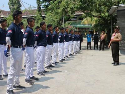 Penemuan Pendidikan Karakter di Dua Sekolah Berbasis Asrama di Bojonegoro