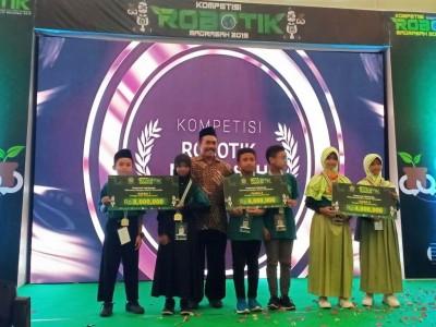 MI Darul Ulum Tuban Juara Pertama Kompetisi Robotik Madrasah Nasional