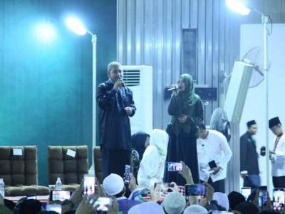 Ribuan JamaahMaulid Akbar Shalawatan Bareng Veve Zulfikar
