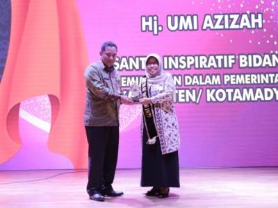 Bupati Tegal Terima Anugerah Santri of The Year 2019