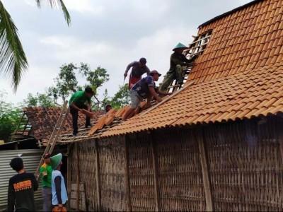 Relawan NU Peduli Ponorogo Terdepan Bantu Korban Musibah Hujan Angin