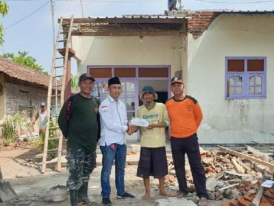 LAZISNU Jombang Bantu Banser yang Rumahnya Kena Puting Beliung