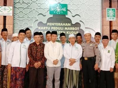 Dikukuhkan, LAZISNU Kudus Bagikan Santunan dan Kartu Peduli Marbot Masjid