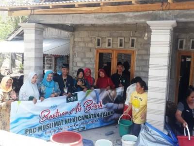 Debit Air Belum Normal, LPBINU Kabupaten Blitar Kirim Air Bersih