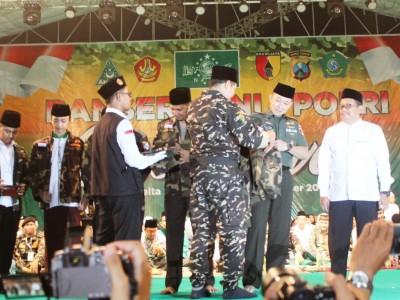 Jaga Kebersamaan, Banser Shalawatan Bersama Tentara dan Polisi