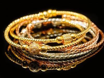 Apakah Perhiasan yang Dipakai Wajib Dikeluarkan Zakatnya?